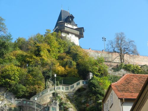 The energetic can walk up the Schlossberg